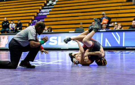 Wrestling: Northwestern begins 2016 against Iowa in toughest match yet