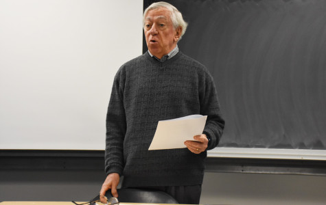 "Economics Prof. Robert Gordon addresses students in his ""Did Economics Win Two World Wars?"" class. Gordon's book arguing America's years of prolific innovation have passed, ""The Rise and Fall of American Growth,"" was published in January."