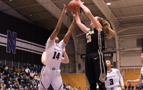 Women's Basketball: Kunaiyi-Akpanah's double-double helps Wildcats snap losing streak