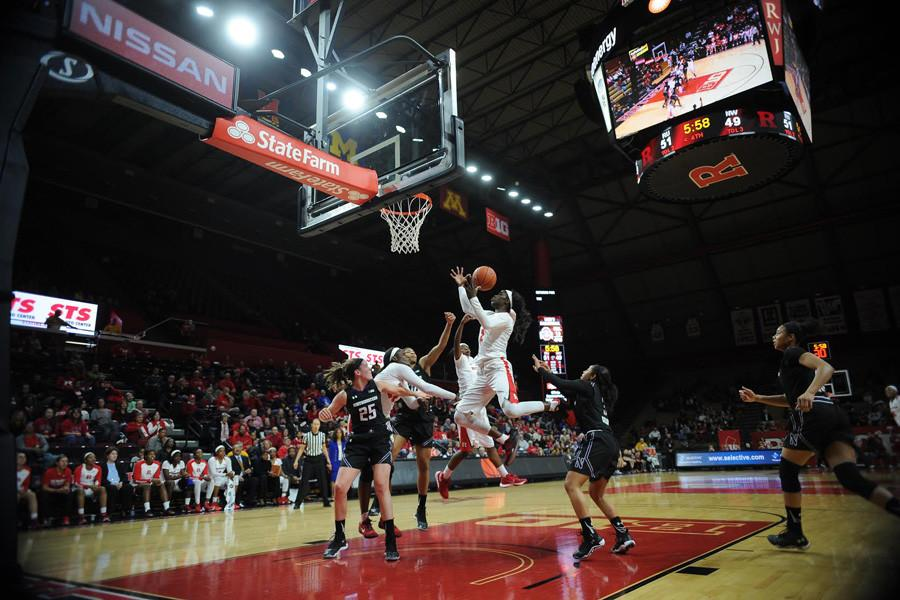 The+Wildcats+collapse+the+paint.+Northwestern+gave+up+a+game-winning+layup+with+less+than+2+seconds+remaining+to+fall+to+Rutgers%2C+61-59.