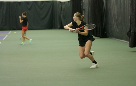 Women's Tennis: Northwestern squeezes by in pair of weekend matches