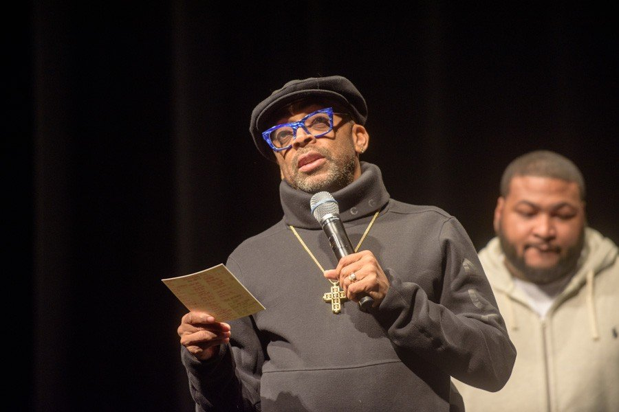 Director+Spike+Lee+discusses+his+latest+film%2C+%E2%80%9CChi-Raq%2C%E2%80%9D+at+Cahn+Auditorium.+Lee%E2%80%99s+talk+sparked+polarized+responses+from+the+audience.%0A