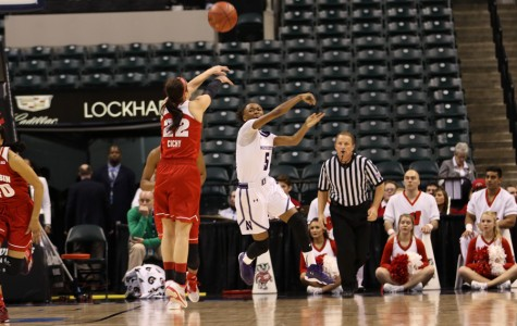 Women's Basketball: Underclassmen step up in Lyon's absence, lead Wildcats to victory