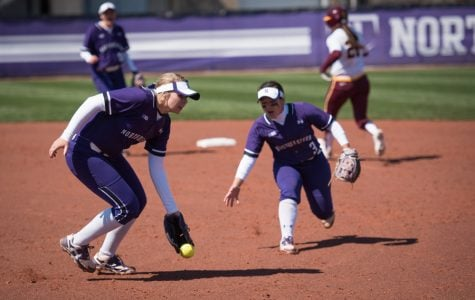 Softball: Northwestern makes two late comebacks, sweeps doubleheader at Illinois