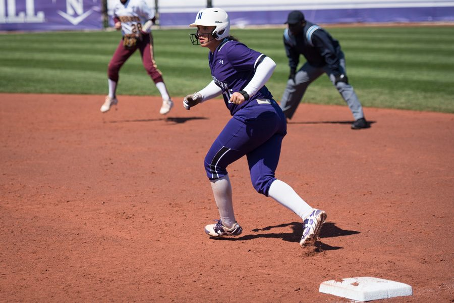 Sammy+Nettling+leads+off+first+base.+The+sophomore+catcher+went+2-for-6+in+the+weekend+sweep+over+Michigan+State.+