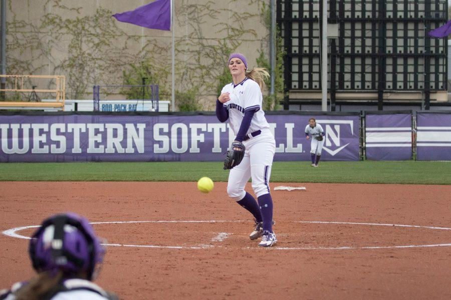Kristen+Wood+delivers+a+pitch.+The+senior+pitcher+returned+to+the+circle+from+injury+last+weekend%2C+winning+two+of+three+games+against+Michigan+State.