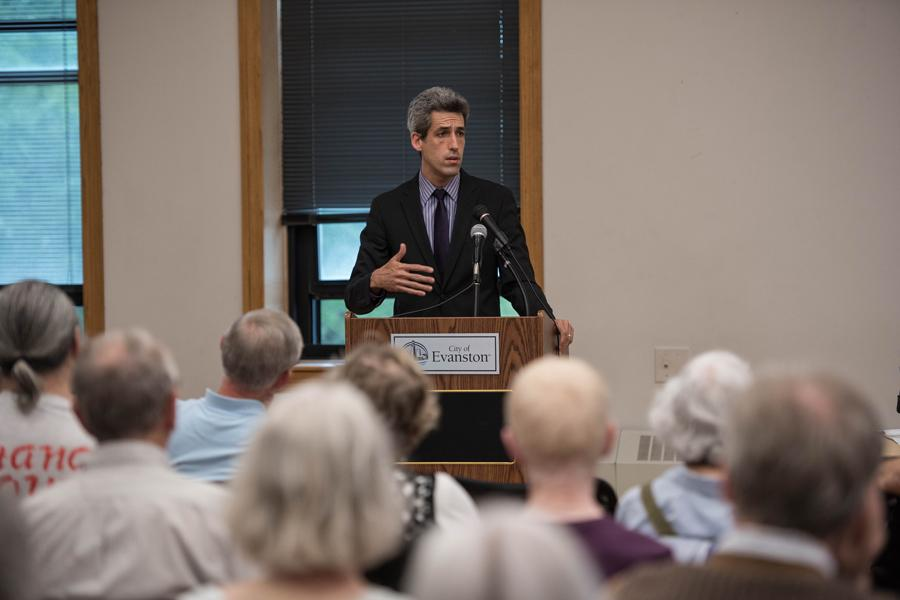 State Senator Daniel Biss addresses roughly 70 local residents at an Evanston town hall meeting Tuesday evening focused on the state budget impasse. Biss broke down the circumstances behind the impasse, explaining what has happened in Springfield since Gov. Bruce Rauner entered office.