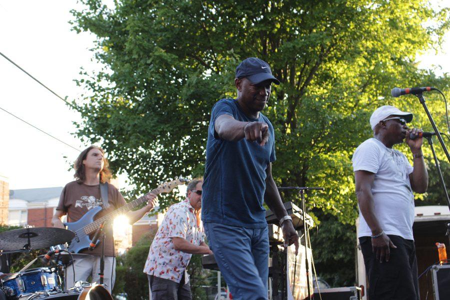 Members from Chicago R&B band, R-Gang, play to an audience of more than 200 people. The band — which specializes in R&B, funk and soul from the Motown era — played live for about 90 minutes.