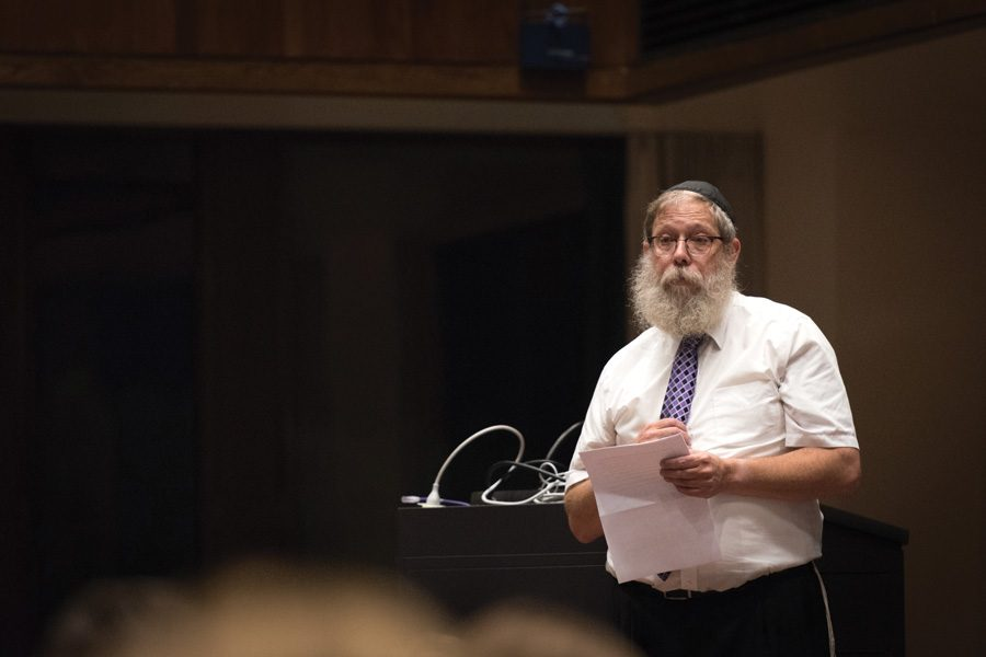 Rabbi+Dov+Hillel+Klein+speaks+at+a+memorial+for+Northwestern+student+Scott+Boorstein.+More+than+300+people+gathered+in+the+Louis+Room+of+Norris+University+Center+on+Friday+and+shared+memories+of+Boorstein.%0A