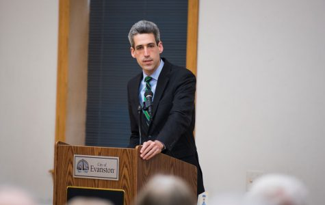 State Sen. Daniel Biss (D-Evanston) talks with constituents after a town hall meeting in 2015. Biss urged the Illinois House on Wednesday to vote to overturn Gov. Rauner's veto of an automatic voter registration bill.