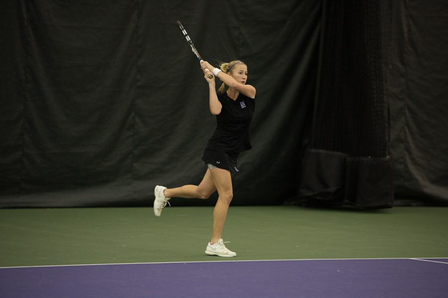 Maddie+Lipp+hits+a+backhand+return.+Coming+off+a+run+to+the+quarterfinals+of+the+ITA+Midwest+Regionals%2C+the+junior+will+look+to+end+the+fall+season+on+a+high+note+at+the+Kramer+Classic.