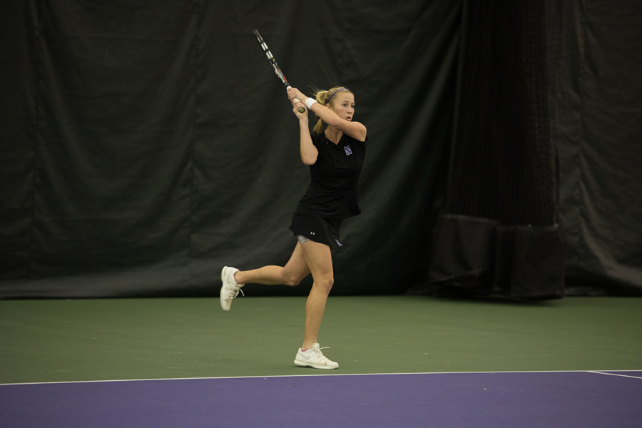 Maddie Lipp hits a backhand return. Coming off a run to the quarterfinals of the ITA Midwest Regionals, the junior will look to end the fall season on a high note at the Kramer Classic.