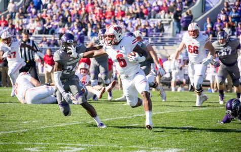 Football: Wildcats struggle up front against Wisconsin, leading to lopsided rushing results