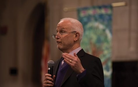 Schapiro emphasizes importance of liberal arts education during Wilmette talk