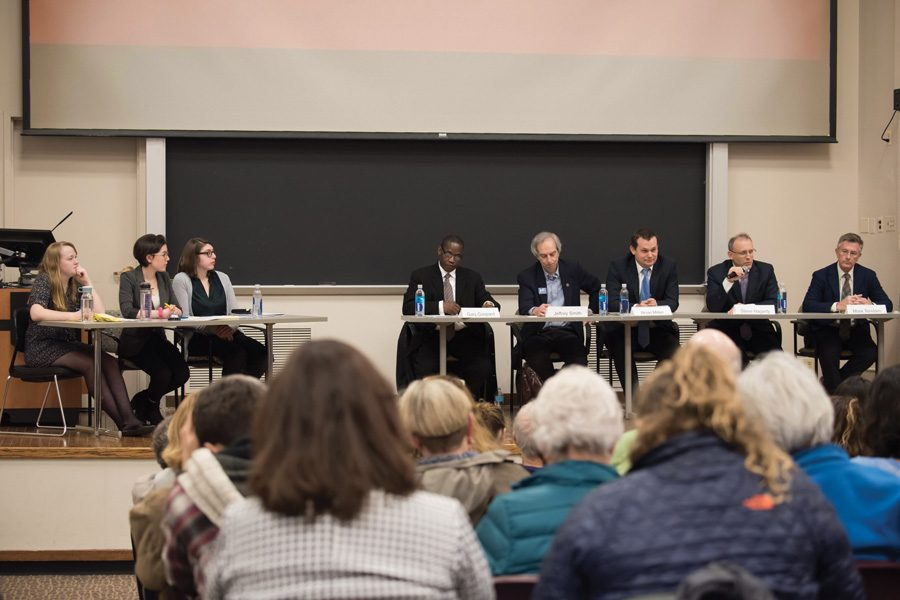 Evanston%E2%80%99s+five+mayoral+candidates+share+various+parts+of+their+platforms+at+a+debate+held+Monday+night.+The+candidates+discussed+police+procedure+and+town-gown+relations.