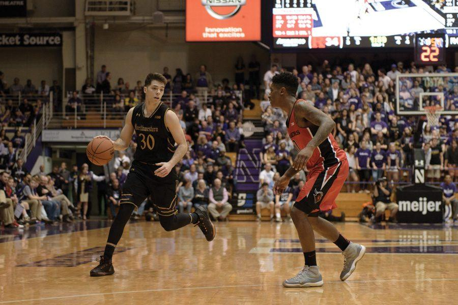 Bryant+McIntosh+handles+the+ball.+The+junior+went+cold+in+the+second+half+as+Northwestern%E2%80%99s+offense+sputtered+against+the+Fighting+Illini.