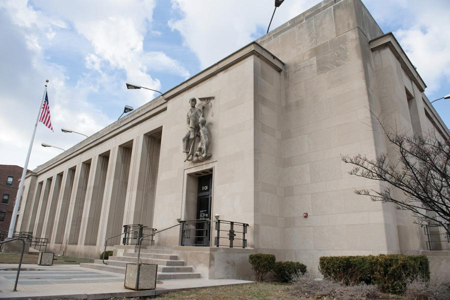 Citizens have lodged complaints against the Evanston Post office on Davis Street. Aldermen are moving to draft a letter to U.S. Rep. Jan Schakowsky in order to address the complaints.