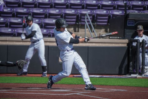 Baseball: Wildcats drop 2 of 3 crucial conference games against Illinois
