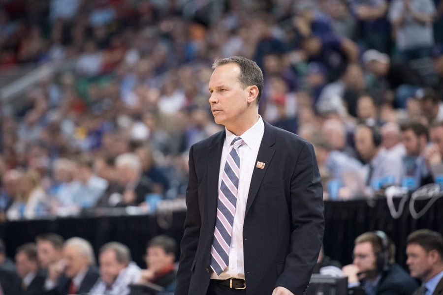 Chris+Collins+watches+during+the+NCAA+Tournament.+The+men%E2%80%99s+basketball+coach+received+a+contract+extension+that+runs+through+the+2024-25+season.