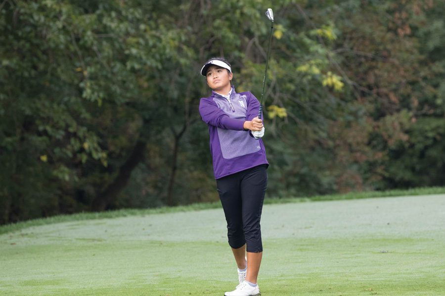 Stephanie+Lau+watches+her+ball+flight.+The+sophomore+was+one+of+two+NU+golfers+to+win+Big+Ten+Golfer+of+the+Week.