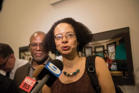 Protesters rally to support Evanston librarian who faces potential disciplinary charges