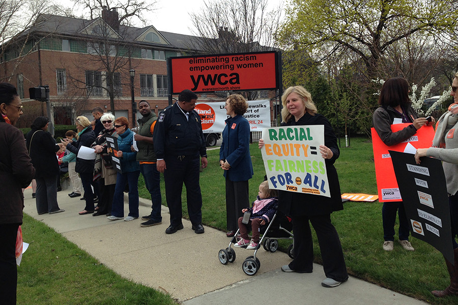 People+line+the+sidewalks+in+front+of+the+YWCA+Evanston%2FNorth+Shore+in+2015+for+the+annual+%E2%80%9CStand+Against+Racism.%E2%80%9D+The+event+drew+a+number+of+local+residents%2C+officials+and+organizations+who+pledged+to+work+toward+ending+racism+in+Evanston.