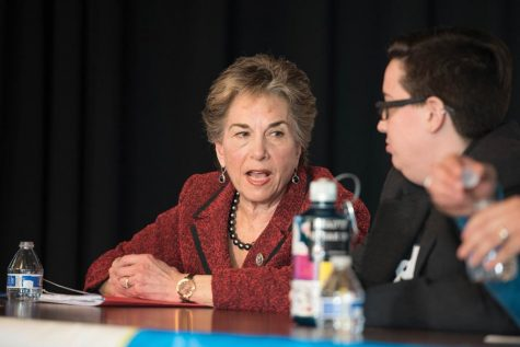 Schakowsky joins protests against forcible removal of United Airlines passenger