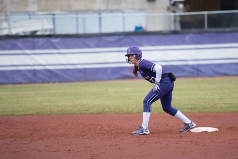 Softball: Wildcats sweep doubleheader with Illinois, climb up conference standings