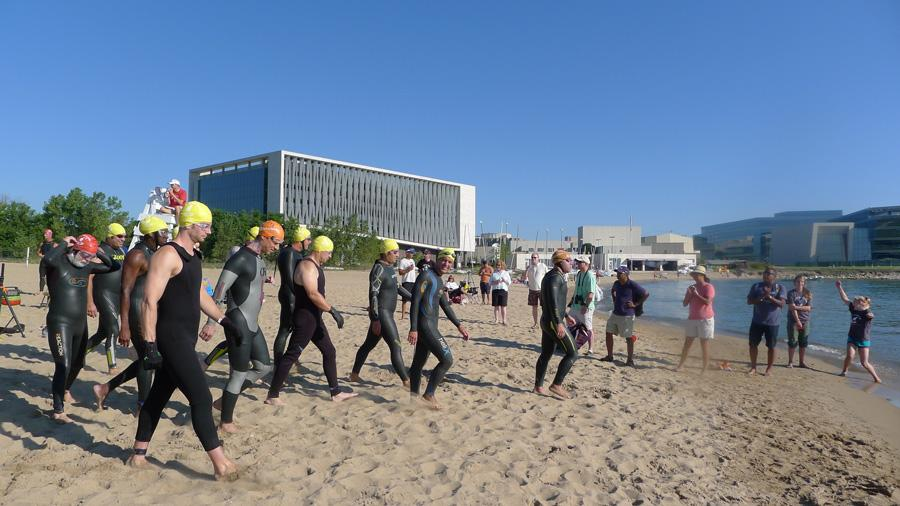 Swimmers+prepare+to+enter+the+lake+during+the+2015+Great+Lake+Plunge%2C+which+was+held+at+South+Beach.+This+year%27s+race+was+held+at+Greenwood+Street+Beach.