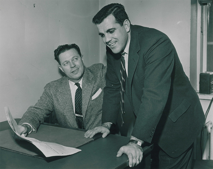 Ara+Parseghian+%28right%29+and+former+Northwestern+athletic+director+Stu+Holcomb+look+at+a+newspaper+during+the+late+1950s.