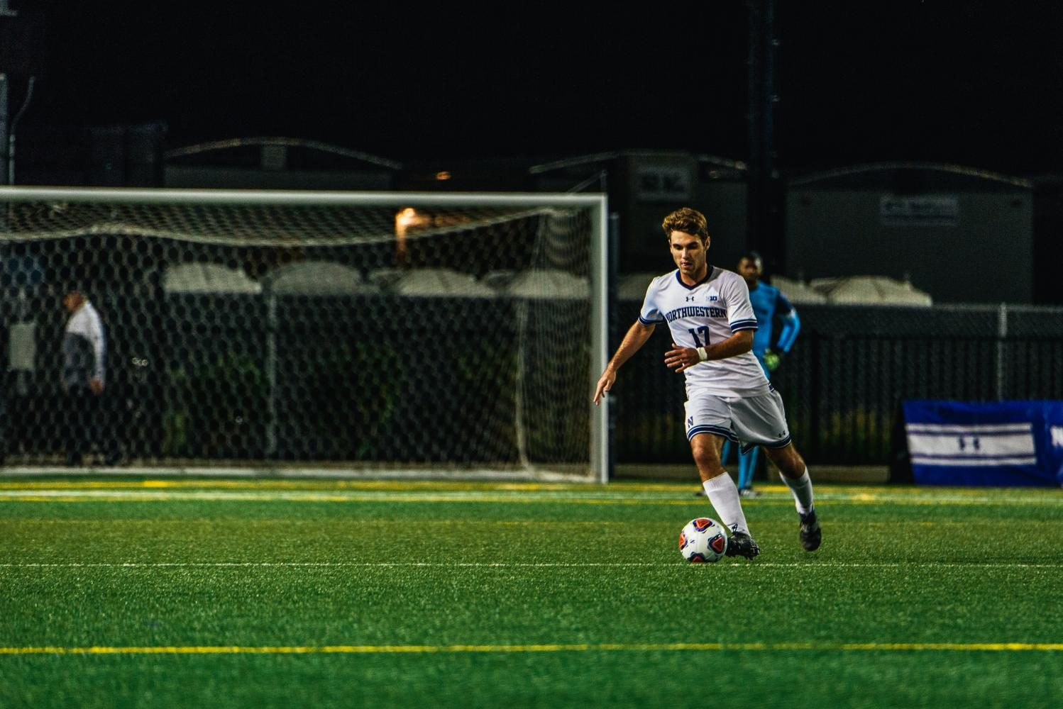 Mattias+Tomasino+dribbles+the+ball.+The+sophomore+midfielder%27s+assisted+on+Mac+Mazzola%27s+game-tying+goal+Friday.