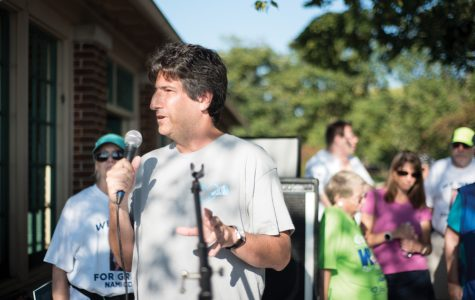 Steven Arkin, father of Jason Arkin who took his own life in 2015, gives a speech at the NAMI Cook County North Suburban 5k RUN WALK. The walk, which was located on campus, was held to raise awareness against mental illness stigma.