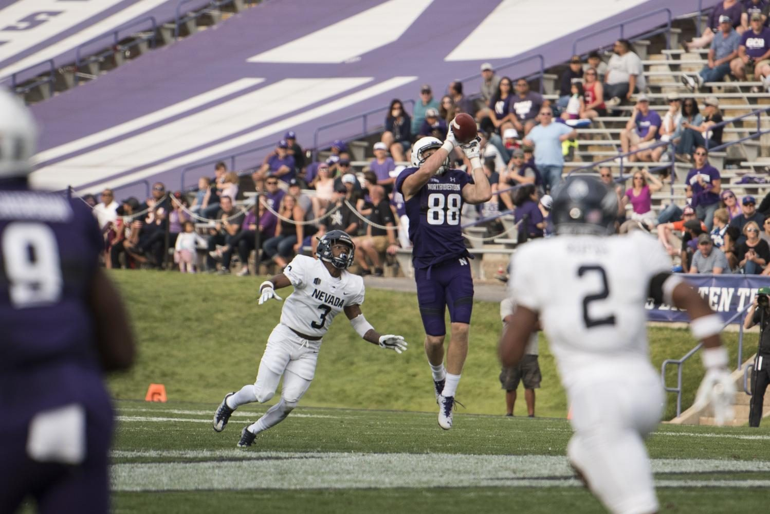 Ben+Skowronek+receives+a+pass.+The+sophomore+finished+with+eight+catches+against+Nevada.+