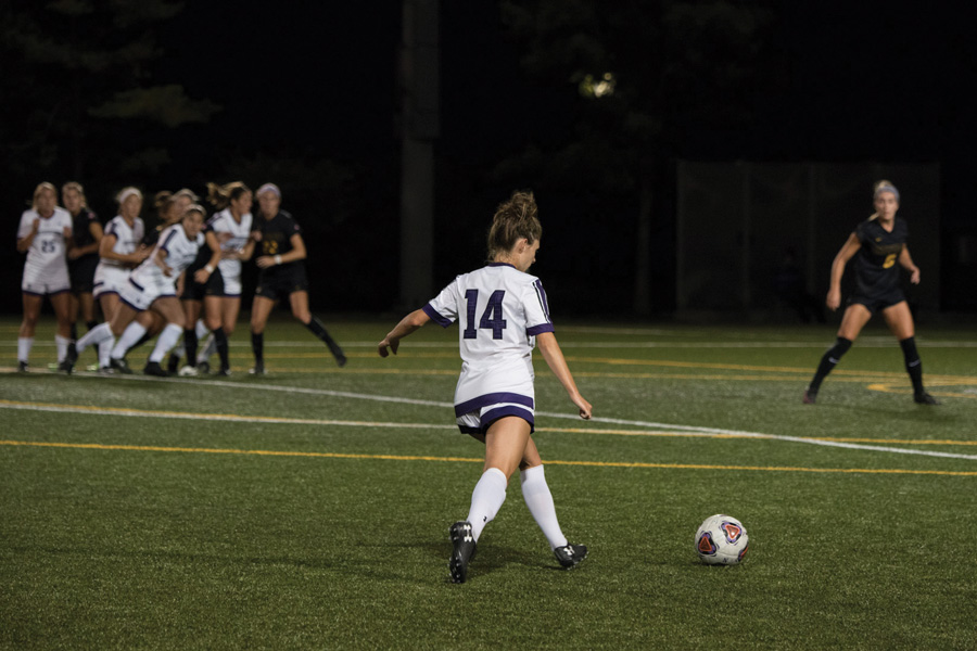 Marisa+Viggiano+sends+a+free+kick+into+the+box.+The+junior+midfielder+assisted+on+Northwestern%E2%80%99s+only+goal+in+its+1-0+win+over+Ohio+State+on+Sunday.