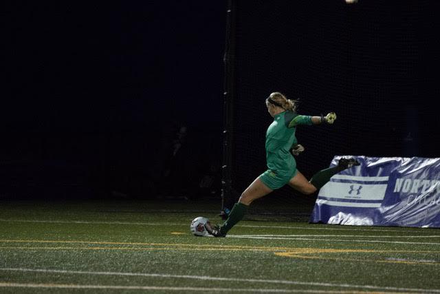 Lauren+Clem+kicks+the+ball+upfield.+The+senior+goalkeeper+allowed+the+only+goal+of+the+game+in+Sunday%E2%80%99s+1-0+loss+to+Pepperdine.