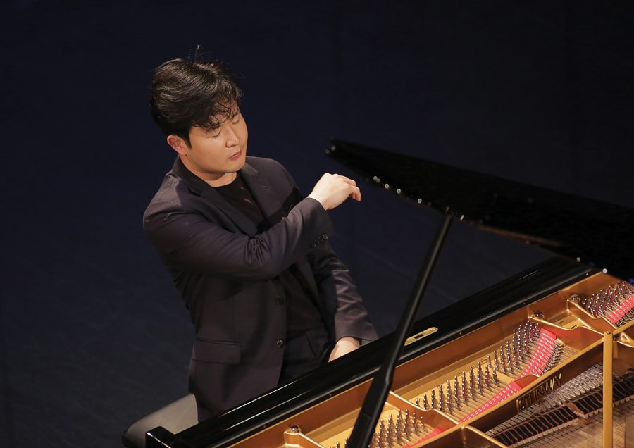 Cliburn+gold+medalist+Yekwon+Sunwoo+plays+the+piano.+Sunwoo+will+open+the+third+annual+Skyline+Piano+Artist+Series%2C+a+set+of+performances+hosted+by+the+Bienen+School+of+Music.