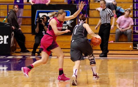 Women's Basketball: Wildcats cruise past Chicago State in season opener