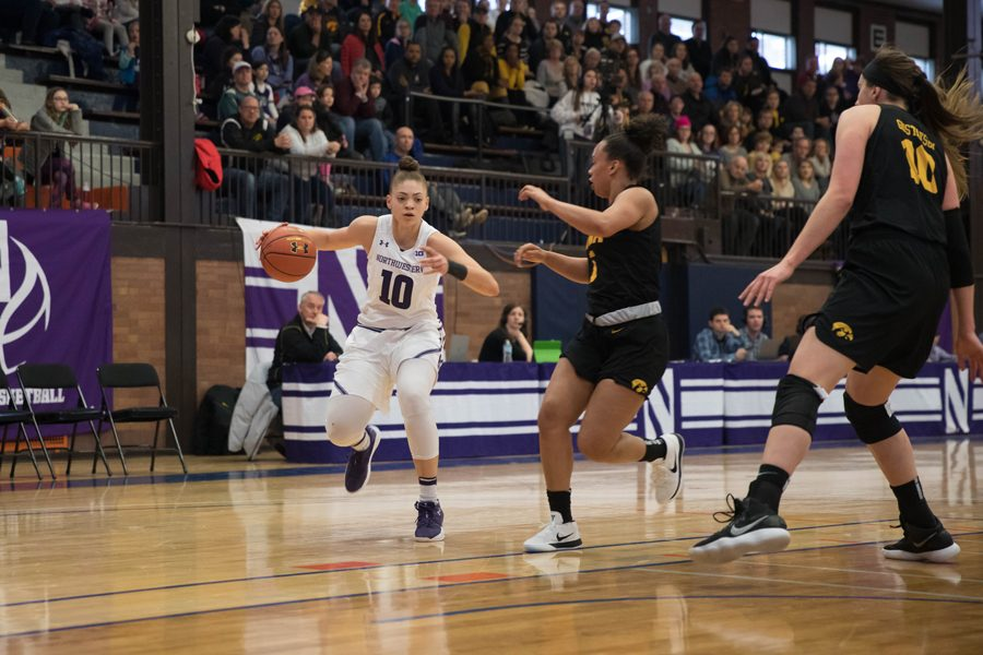 Lindsey+Pulliam+tries+to+navigate+the+defense.+The+freshman+guard+and+the+Wildcats+had+trouble+navigating+their+way+to+win+at+Penn+State+on+Wednesday.