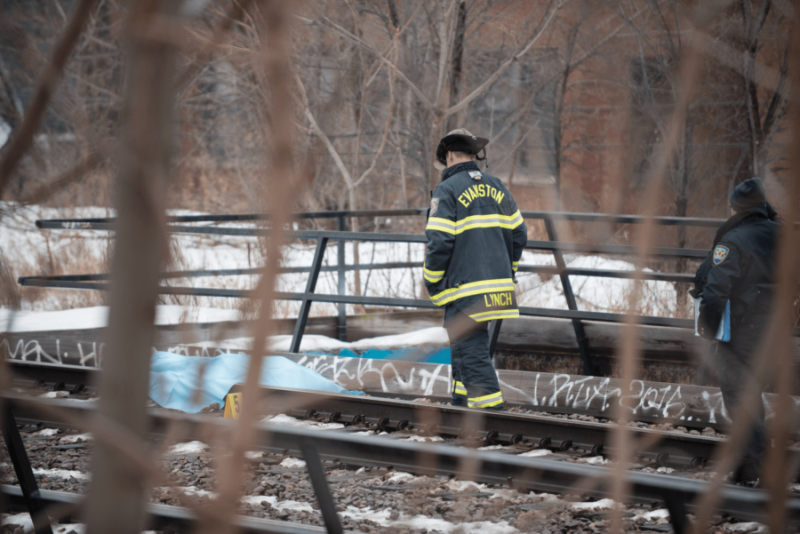 Evanston+Fire+Department+firefighters+investigate+the+Metra+line.+Evanston+Police+Department+identified+Monday+the+body+of+a+man+found+near+the+Metra+tracks.