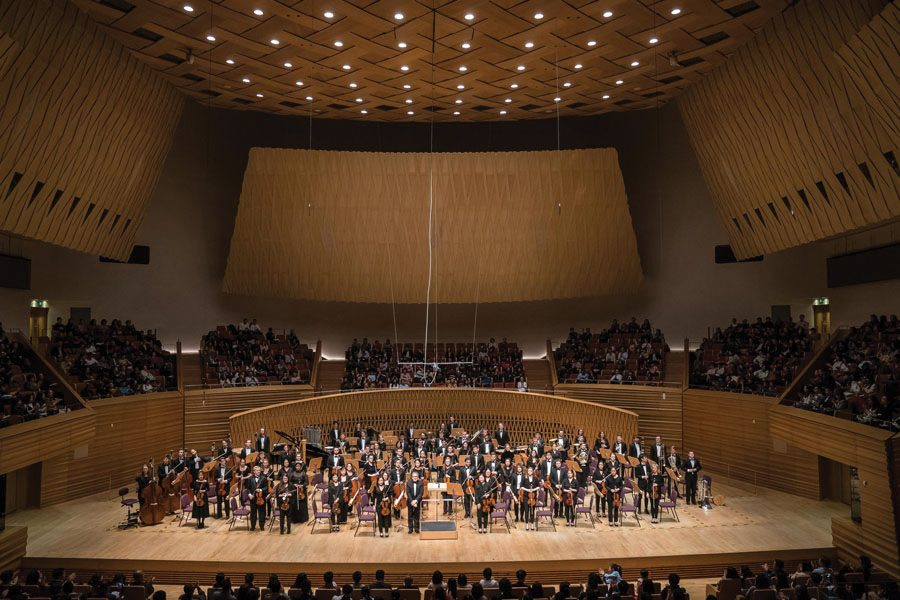 The+Northwestern+University+Symphony+Orchestra+stands+following+their+performance+of+Bernstein%E2%80%99s+%E2%80%9CSymphonic+Dances.%E2%80%9D+NUSO+returned+from+its+10-day+Asia+tour+on+Sunday.+