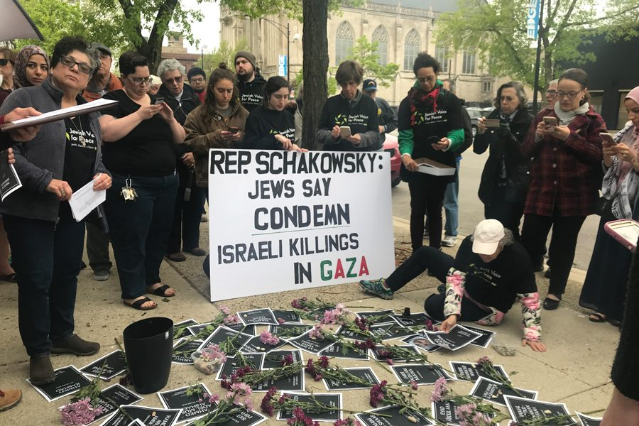 Jewish+Voice+for+Peace+Chicago+demonstrators+hold+a+sign+Friday+calling+for+U.S.+Rep.+Jan+Schakowsky+%28D-Ill.%29+to+condemn+killings+in+Gaza.+The+group+gathered+in+front+of+Schakowsky%E2%80%99s+district+office.+