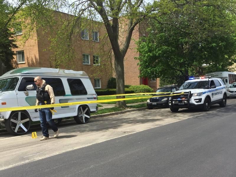 Two men shot in south Evanston; incident under investigation