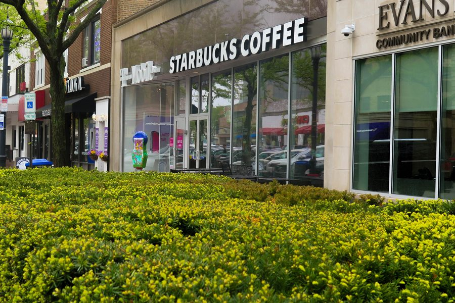 Starbucks+in+downtown+Evanston%2C+1734+Sherman+Ave.+Equity+and+Empowerment+coordinator+Patricia+Efiom+said+she+will+host+equity+forums+on+May+29+in+response+to+an+incident+of+racial+bias+in+a+Philadelphia+Starbucks.
