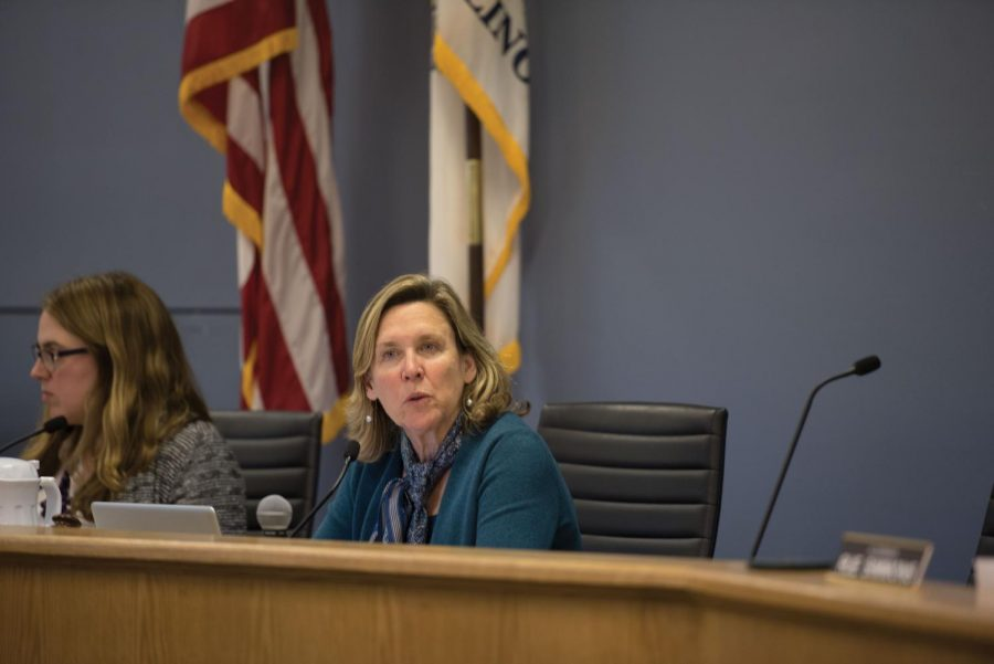 Ald. Melissa Wynne (3rd) speaks at a council meeting. The Transportation and Parking Committee, which Wynne chairs, recommended Wednesday that council approve an agreement with the Chicago Transit Authority to modernize the Purple Line.