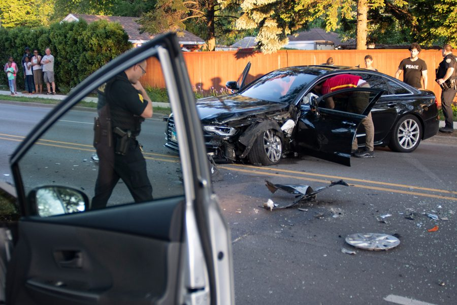 Evanston+Police+Department+investigate+a+head-on+collision+on+Monday+night.+At+roughly+7%3A30+p.m.%2C+the+Audi+in+the+photo+collided+with+a+vehicle%2C+occupied+by+an+elderly+woman%2C+causing+her+multiple+injuries%2C+Evanston+police+Communications+Coordinator+Perry+Polinski+said.