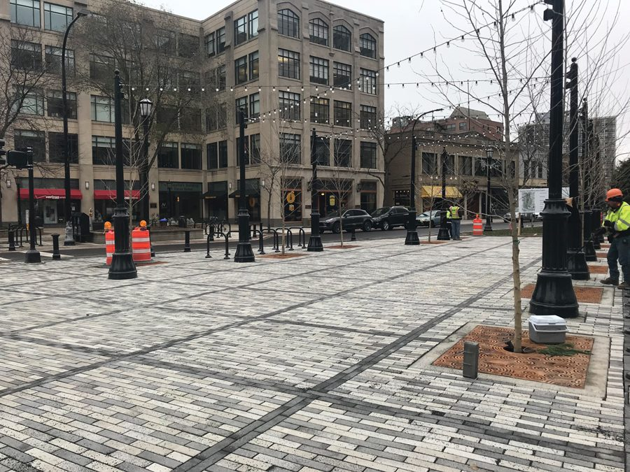 Fountain+Square+in+downtown+Evanston.+Due+to+potential+pipe+leaks%2C+construction+on+the+square+will+be+delayed+until+the+end+of+December.