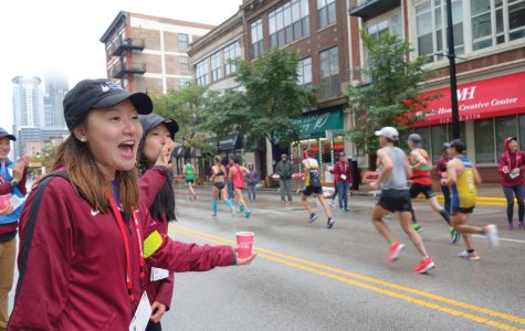 Northwestern students trek downtown to volunteer at Chicago Marathon