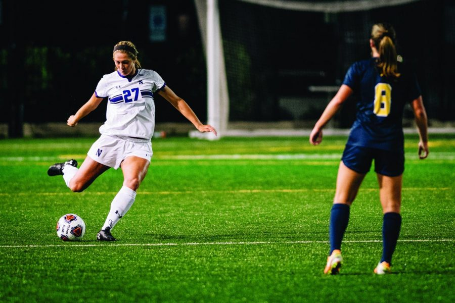 Kayla+Sharples+plays+a+pass+up+the+field.+The+senior+defender+played+all+110+minutes+in+last+year%E2%80%99s+contest+against+Rutgers.