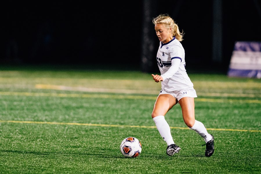 Aspyn+Repp+dribbles+the+ball.+The+senior+midfielder+started+her+second-straight+game+Thursday.