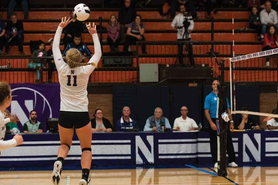 Britt+Bommer+sets+the+volleyball.+The+sophomore+setter+returned+from+injury+Wednesday.+